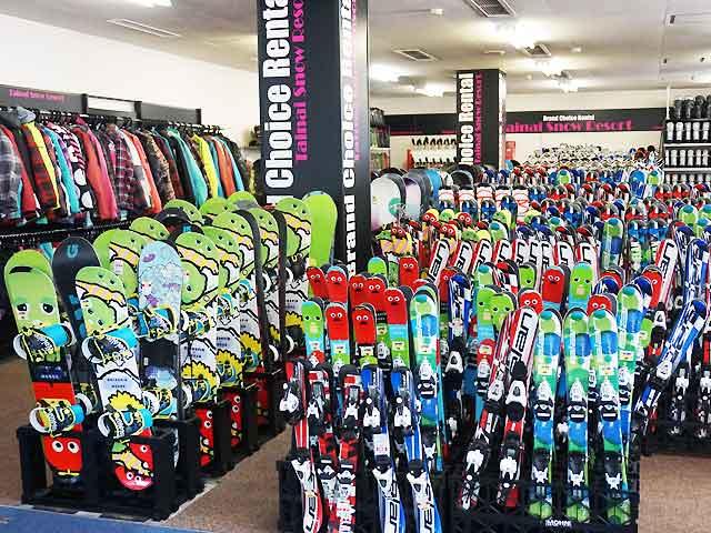 スキー板、スノーボードなどたくさんご用意!