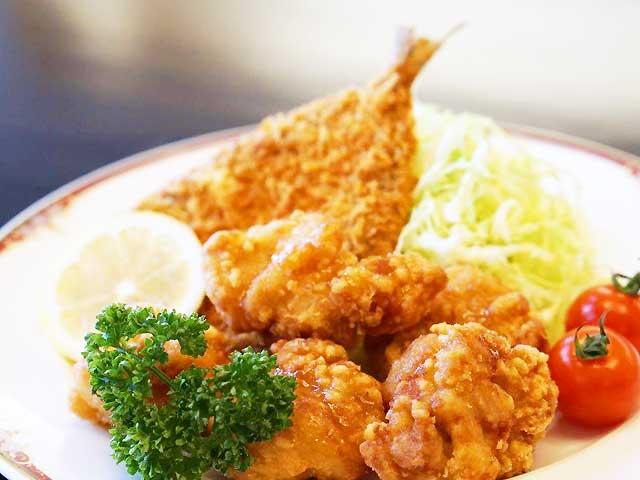 あじフライと油淋鶏(ユーリンチー)の定食